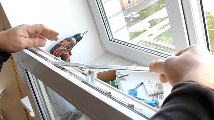 замена фурнитуры на пластиковых окнах